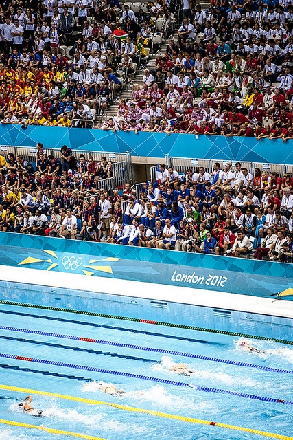 Rebecca Adlington (top with red hat) on her way to finishing third in the womens 400m freestyle on the second day of the 2012 Olympics in London.      Set new record See Usain Bolt 100m video http://www.joggingtoloseweight.org/olympics-star-usain-bolt/