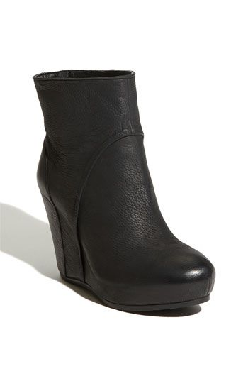 After a couple of rain soaked footwear days, I think I am finally ready to cross over into the ankle boot world.