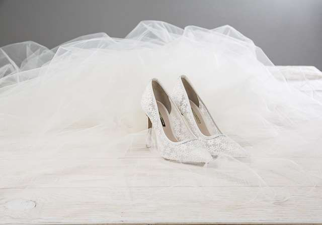 """""""Los zapatos de Hannibal Laguna son sinónimo de elegancia y sofisticación"""" #novia #zapatos #shoes #bodas #wedding"""