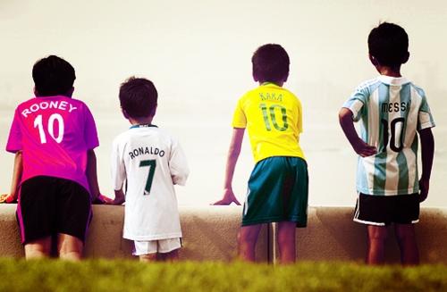 - Toda moleque sonhos ser um jogador de Futebol, e se espelha nos melhores, Rooney10# CRonaldo7# Kaka10# Messi10#