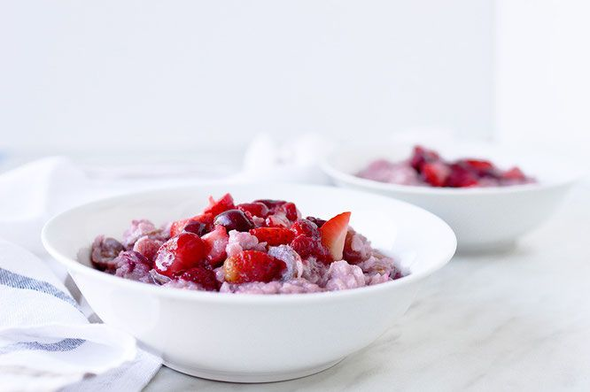 Red Berries Porridge - TheBrightBird