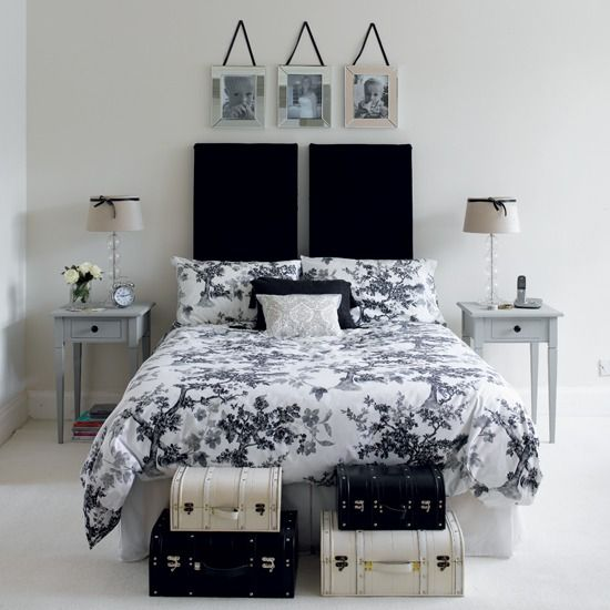 Bed spreadDecor Ideas, Guest Bedrooms, Bedrooms Design, Black And White, Black White, White Bedrooms, Bedrooms Decor, Bedrooms Ideas, White Room
