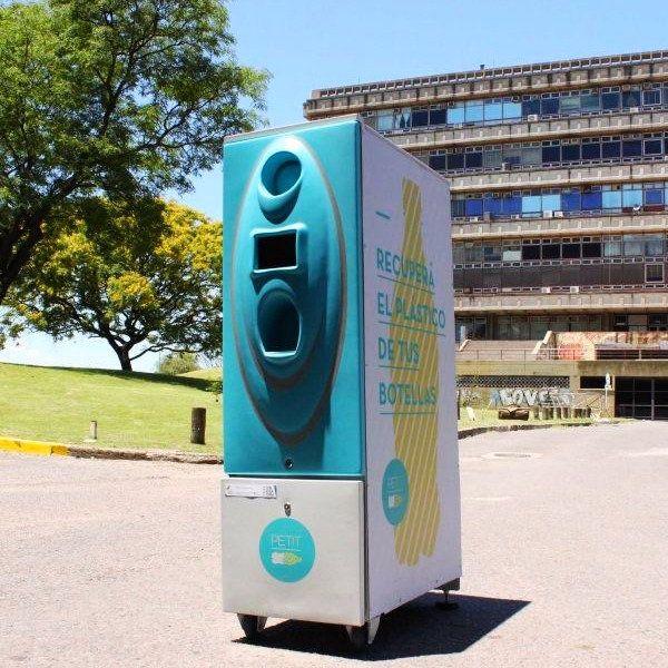 PETIT - La máquina recicladora de botellas creada por alumnos de la Universidad de Buenos Aires http://mascarondeproa.wixsite.com/mascaron/desarrollo