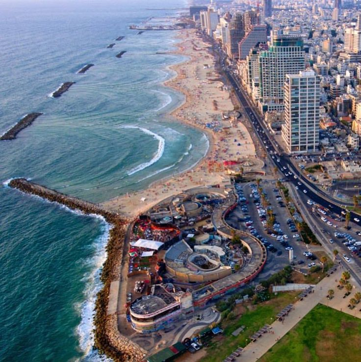 """Тель  Авив .  Берег  Средиземного  моря.  ФБ """"Elli Mazkevich""""."""