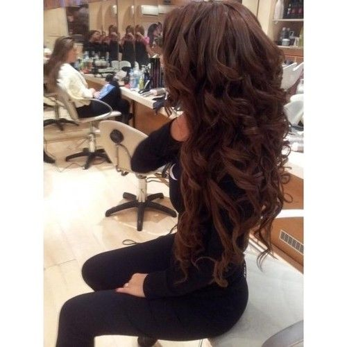 Big bouncy curls to go with those casual oufits that you want to spice up<3