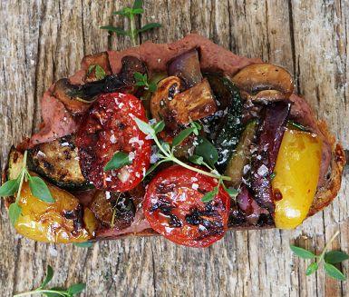 Recept: Valnötsbröd med bönröra och italienska grönsaker