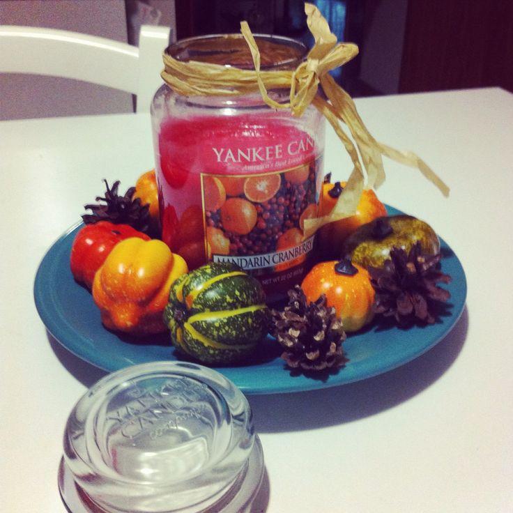 Mai lasciare una yankee candle da sola ❤️ meglio in compagnia di pigne e zucche.