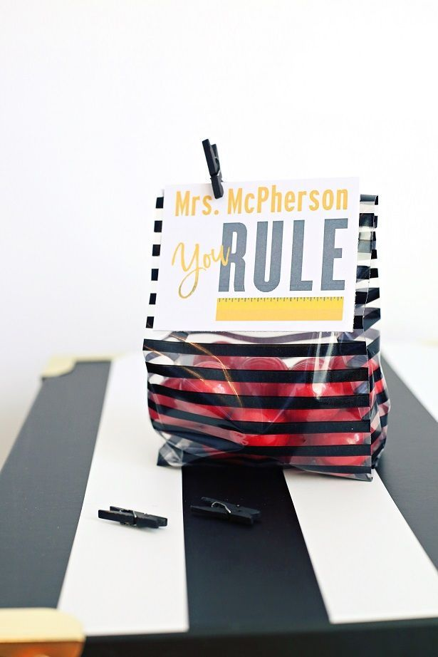 Make a quick teacher gift that they'll love with Kim Byers' Rule The School Cricut cartridge. For more crafts, visit The Celebration Shoppe!