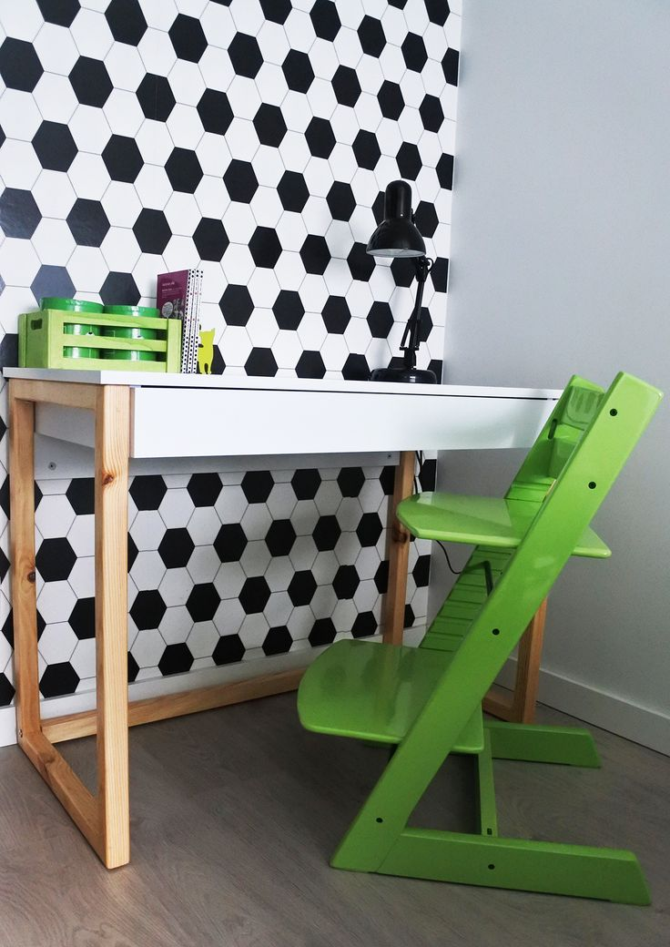 Desk DES5 with one drawer in football fan's room