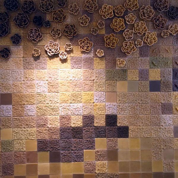 Le mur en cire d'abeille de la boutique d'Alexandre Stern #miel #honey #gastronomie #gastronomy