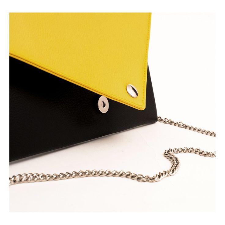 Details of La Pochette Black and Yellow #lacartella #knob_design