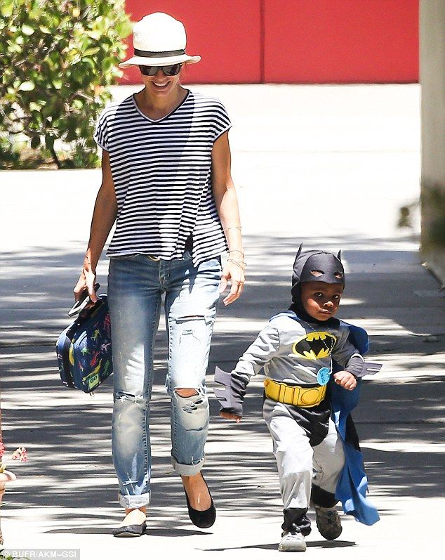 Sandra Bullock and Her Son | crusader: Sandra Bullock couldn't help but giggle as her adorable son ...
