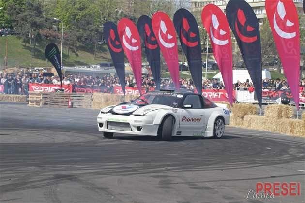 Adrenalina pasionatilor de sporturi cu motor au atins cote maxime în zona Cazino din Mamaia si apoi în parcarea Portii 1 din Constanta, unde opt dintre cei mai buni piloți de drift din România au luat parte la Drift Games