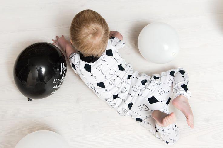 zreefer, throwback, kidsfashion, kinderkleding,zwart, wit, zwart-wit, black, white, black-whtie, monochrome, monochroom, zreefer, dani and mom, daniandmom, thekiddani, daniandthegirls, maxi cosi, aankleedkussenhoes, wolkjes, black clouds, ballonnen, vliegers, ballonnenjurkje, tricot ballonnen, tricot vliegers, clouds and triangles, fly, fly2.0, forest creatures, toys in the attic, birthday, verjaardag, zreefer 3 jaar, behind the scenes, shop saturday