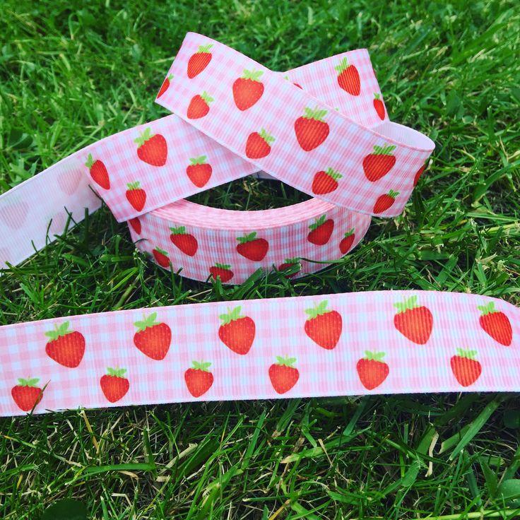 Strawberry 🍓 gingham grosgrain ribbon! 65p per metre ❤🍓❤
