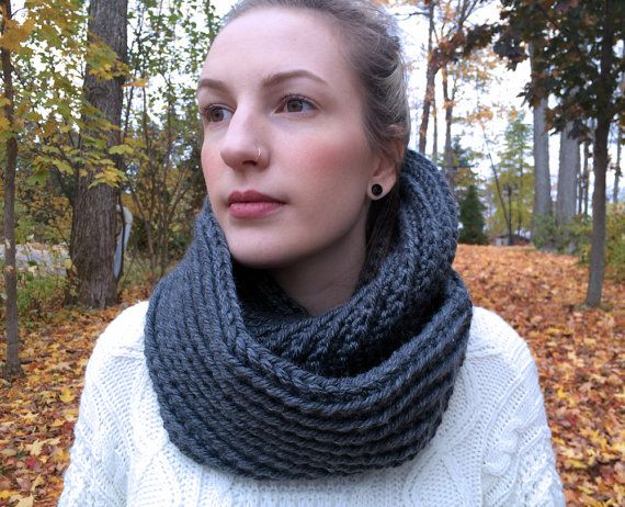 Chunky Ribbed Infinity Loop Scarf Cowl Vegan / CHARCOAL /