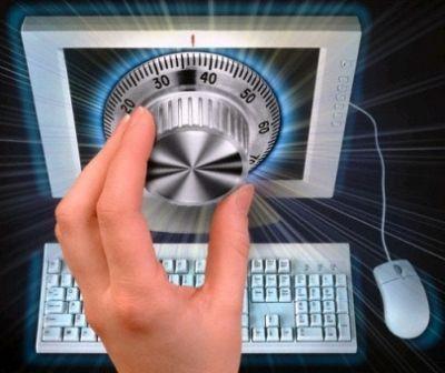 """Il Software - Crittografia  La parola crittografia deriva dall'unione di due parole greche: κρύπτος (kryptós) che significa """"nascosto"""", e γράφειν (gráphein) che significa """"scrivere"""". La crittografia tratta delle """"scritture nascoste"""", ovvero dei metodi per rendere un messaggio """"offuscato"""" in modo da non essere comprensibile a persone non autorizzate a leggerlo. Un tale messaggio si chiama comunemente crittogramma."""
