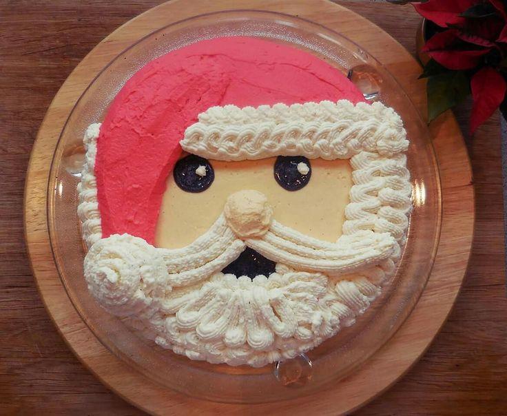 Weihnachtsmann-Kuchen: Rezept und Zubereitung auf meinem Blog: http://nessi-cannelle.blogspot.com/2016/12/kuchen-weihnachtsmann.html  #christmas #weihnachtsmann #kuchen #familie #essen #geburtstag #banane #schokolade #blogger #cannelle #sallystortenwelt