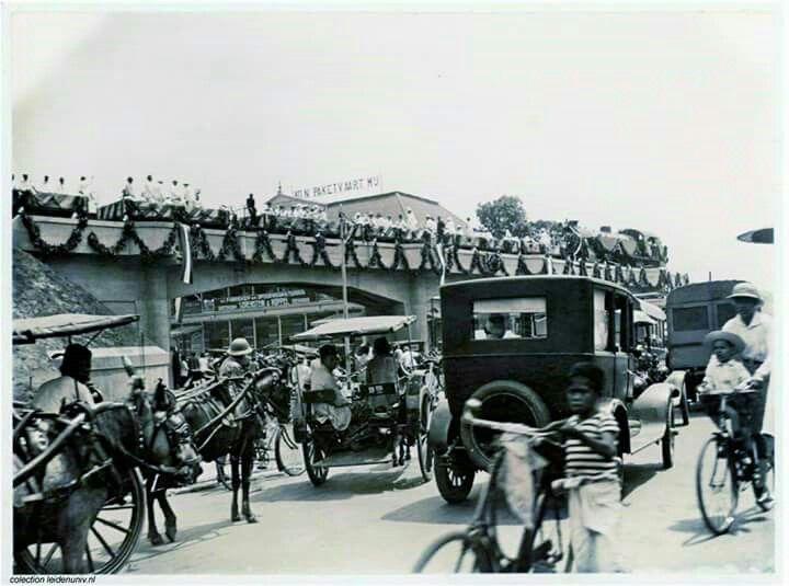 Sidotopo_Kalimas era 28 oktober 1926. Viaduck pasar besar.