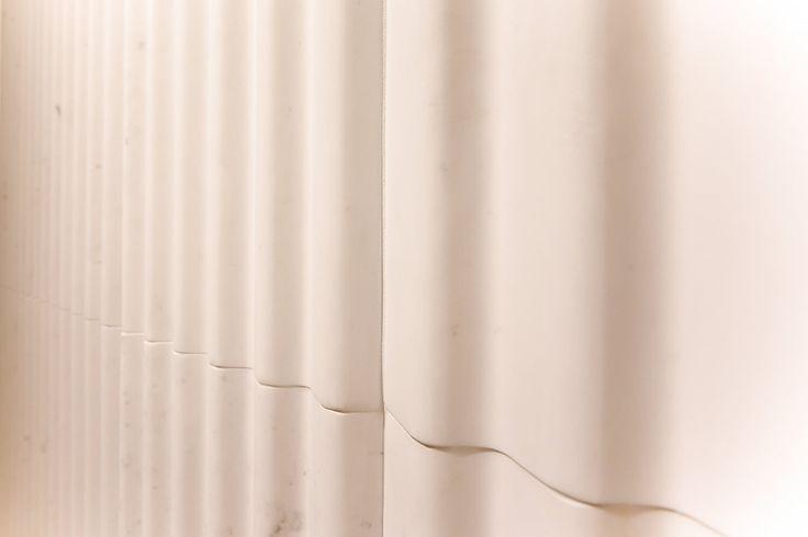 Новая коллекция #Tectonics камень #PersianWhite фабрики @anticcolonial  #artcermagazine #design #интерьер #журнал #ceramica #tile #керамическаяплитка #дизайн #стиль #тенденции #новинки #LAnticColonial #фасад #натуральныйКамень #необычныйРельеф
