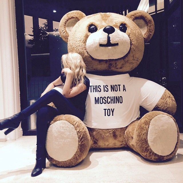 The Best Instagrams from Moschino's Fall 2015 Runway Show – Vogue