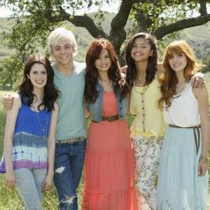 Laura marano, Ross Lynch, Debby Ryan, Zendaya Coleman, Bella Thorne