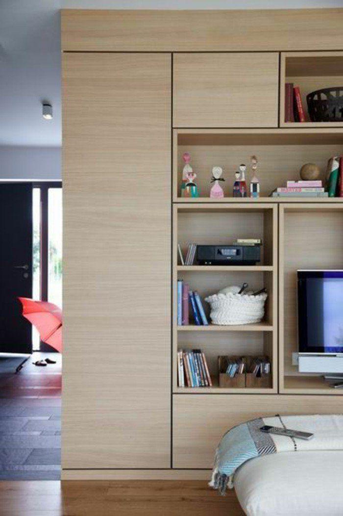 mur-de-rangement-bibliothèque-bois-avec-niches-originales-autour-du-tv