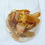 Deser gruszkowy z bitą śmietaną