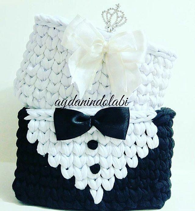 Linda ideia, já imaginei lembranças para as noivas, pode ser tanto para os convidados como para os padrinhos. . . By @aydanindolabi . . #inspiration #inspiração #cestatrapillo #cestotrapillo #cestofiodemalha #fiosdemalha #trapillo #yarn #crocheteiras #crochet #crocheting #crochetlove #crochetingaddict #croche #yarnlove #yarn #knitting #knit #penyeip #craft #feitoamao #handmade #croche #croché #crochê #croshet #penyeip #вязаниекрючком #uncinetto #かぎ針編み #instagramcrochet #totora