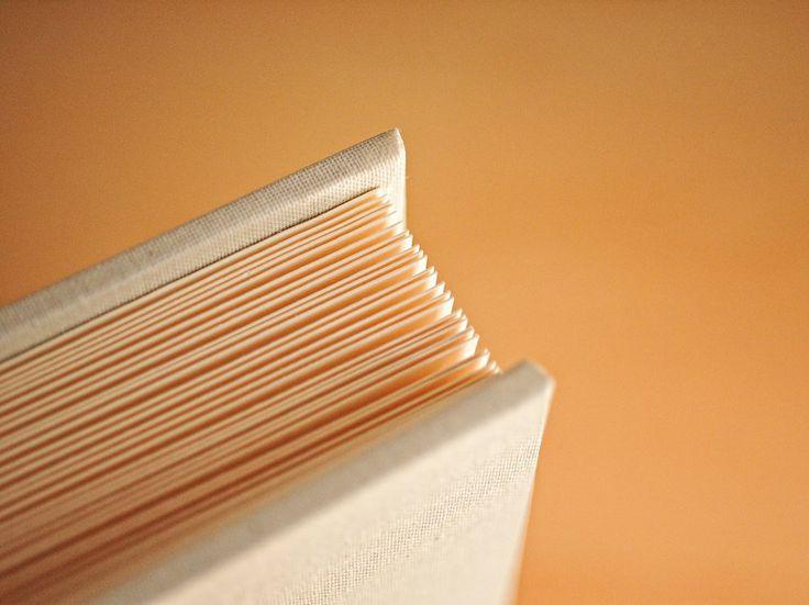 Album Tradicional Linho Cru Pastel Creme folhas para colar fotos Detalhe tecido e fabrico à mão