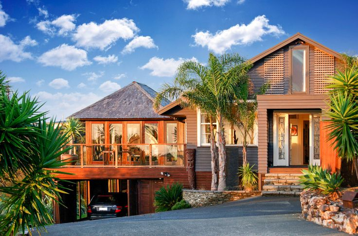 House Waiheke Island, New Zealand. Beautiful 6 bedroom home, 3 lounges, dinning room. Bali Guest house +18 acres of native forest overlooking vineyards out to sea.