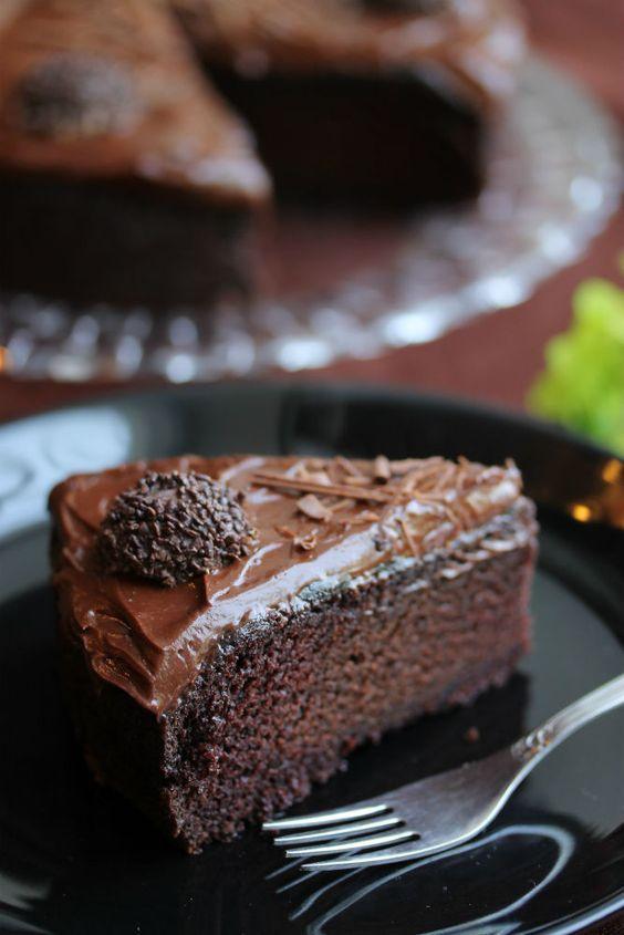 Шоколадный американский пирог Пища дьявола и шоколадный мусс.