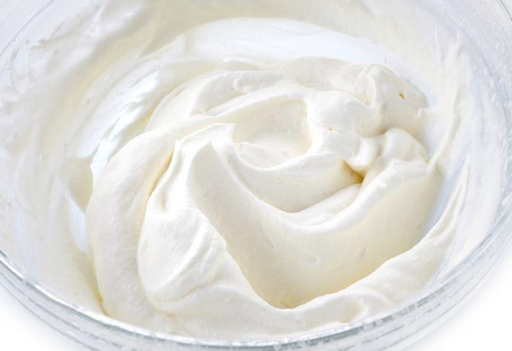 Te presento un clásico dentro de la repostería, es el rico betún de mantequilla para decorar pasteles. Es una preparación perfecta para que decores los pasteles, se ven muy lindos y tengan un sabor delicioso. Es una receta sencilla que te encantará.