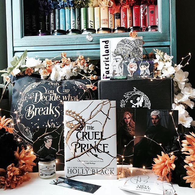 Did you get the January @fairyloot box??? If so you should definitely participate in the monthly photo challenge to get a chance to win your next box for free!!! Today the theme is unboxing and the box included: Beautiful pillowcase inspired by #ACOTAR designed by @eviebookish Stunning Prince Cardan candle made by @merakicandles Exclusive vegan Seelie court lip balm created by @geekyclean A gorgeous faerieland adult coloring book Adorable Illyrian magnetic bookmarks created by @dreamyandco Two s