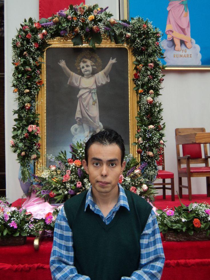 visitando al Divino Niño Jesús que esta en la OSNJ ubicada en el Barrio 20 de Julio en Bogotá para concederme el milagro de la venida de Las estrellas de Disney (Zeke y Luther) (A todo ritmo) a nuestra casa la Obra Salesiana del Niño Jesús