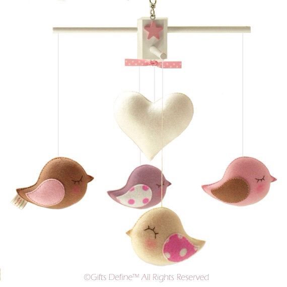 Musical Baby Mobile  BIRD PARADE with HEART, Love Birds Theme Decor, Hanging Crib Mobile, Handmade Felt Birds, Baby Nursery Playroom Decor door GiftsDefine op Etsy https://www.etsy.com/nl/listing/126283778/musical-baby-mobile-bird-parade-with