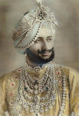 Yadavindra Singh, Maharaja of Patiala. Wearing the Patiala Necklace commissioned in from Cartier in 1928 by his father - ♥ Rhea Khan