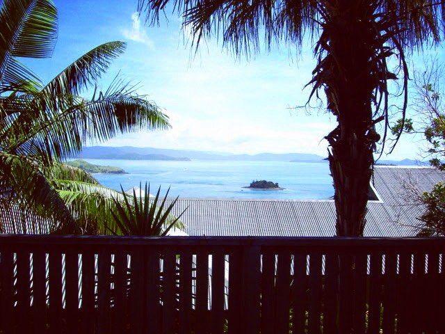 2009년 4월. 호주 남국의 가을.  #australia #queensland #island #greatbarrierreef #coralsea #bangalore #palmtree #tropic #호주 #퀸즈랜드 #그레이트배리어리프 #산호해 #방갈로 #야자수 #열대 by enbloom_ http://ift.tt/1UokkV2