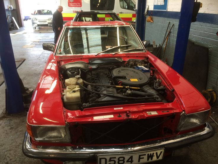 First job of the day, Mercedes 300SL from 1975 remove head.
