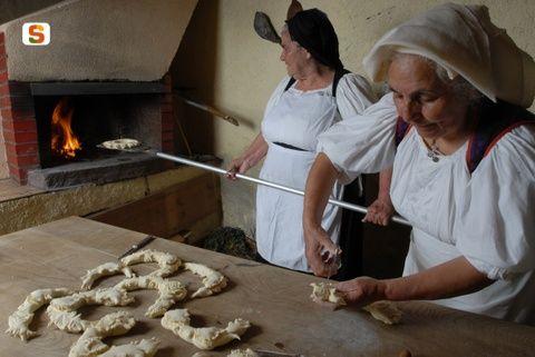 Meana Sardo, preparazione de su pane pintau