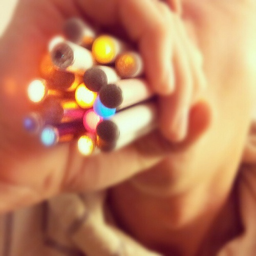 20 electronic cigarettes at once? Don't try this at home kids. E-Cigarette-Review.net