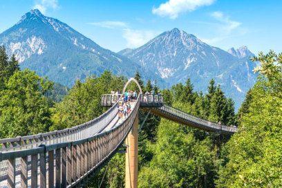 http://www.travelbook.de/deutschland/die-schoensten-baumwipfelpfade-in-deutschland-785452.html
