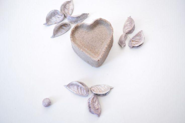 Une petite recette toute simple pour réaliser un shampoing solide à l'huile d'argan, à l'eau de rose et au Rhassoul. il apportera brilance et éclat à vos cheveux.