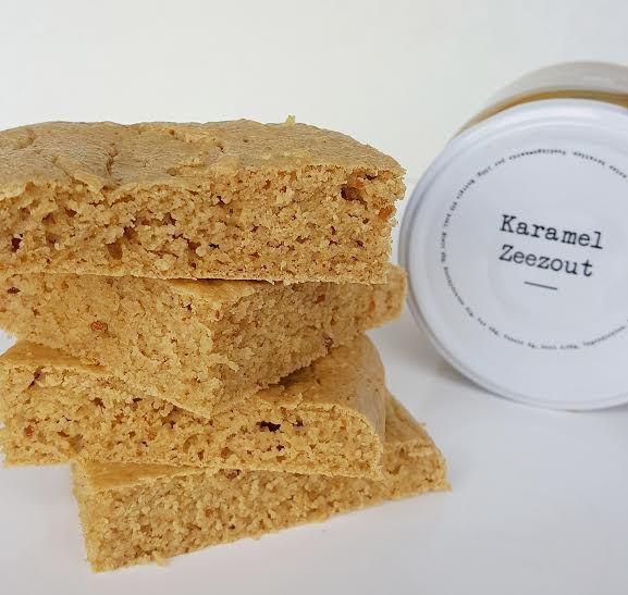Pindakaas eiwit blondies > eiwitten, pindakaas, havermeel, water, honing, vanille, bakpoeder