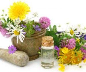 oli essenziali fai da te: tutto quello che dovete sapere per farli in casa utilizzando erbe e fiori del giardino e dell'orto sia a caldo che a freddo.