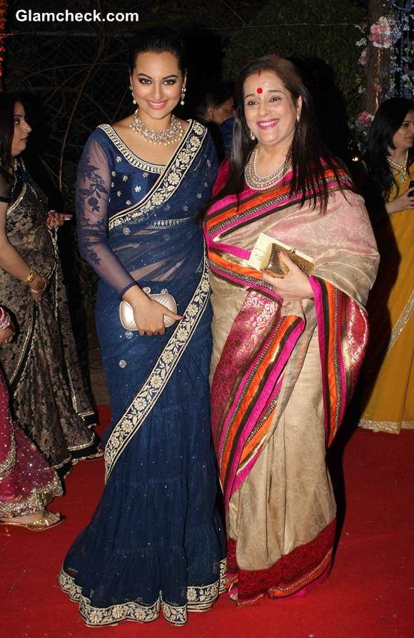 Sonakshi Sinha with mother Poonam at Ahana Deol and Vaibhav Vora Marriage