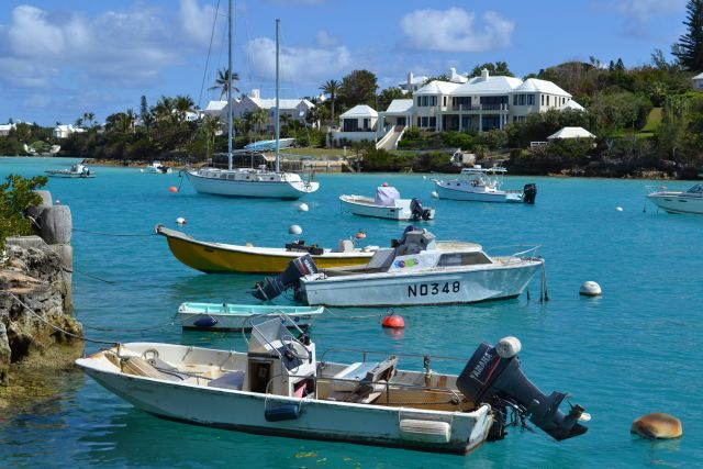 Come and explore our beaches through Bermuda Island Tours and explore the Paradise of Pink sand beaches with tranquil crystal clear waters. With years of history, your informative guide at bermudaexplorer.com will both entertain and educate you as you travel. Plan a trip today.