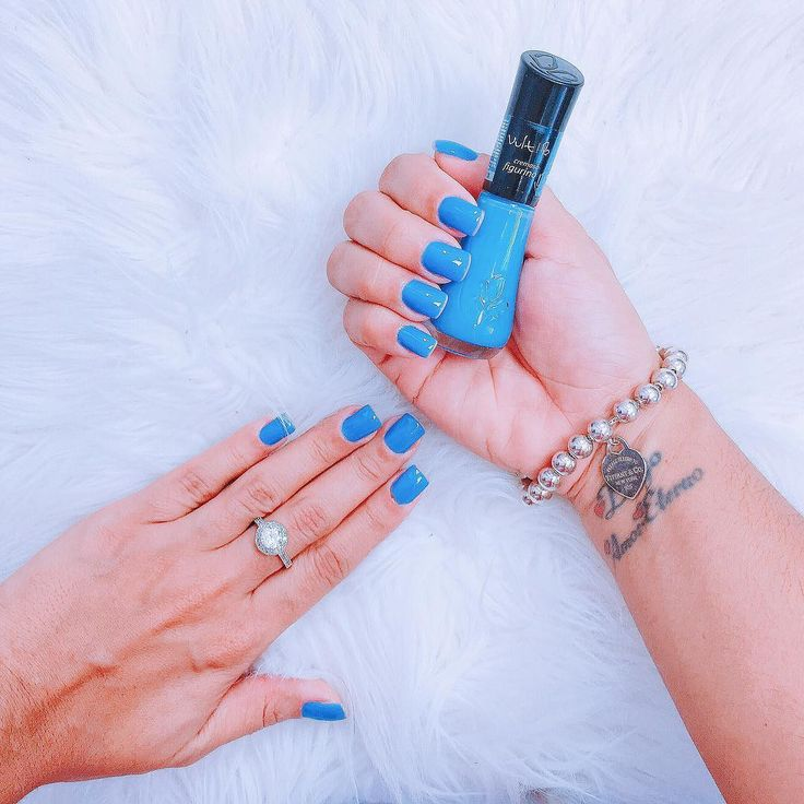 Esmalte figurino da Vult. Azul lindo