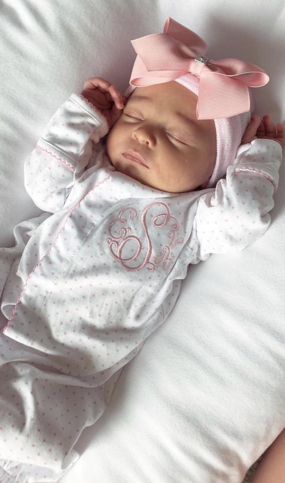 Baby, das nach Hause kommt, Ausstattung, Konverterkleid, Babygeschenk, neugeborene Mädchenfotoausstattung, personalisierte umfassende rosa kleine Punkte der neugeborenen Kleidung newborn baby girl
