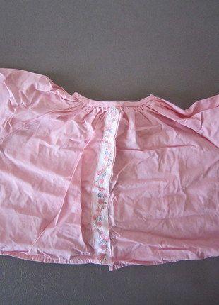 Kaufe meinen Artikel bei #Mamikreisel http://www.mamikreisel.de/kleidung-fur-madchen/langarm-blusen-und-hemden/38930013-rosa-bluse-mit-blumchenzierborde-aus-den-usa-hinten-offen